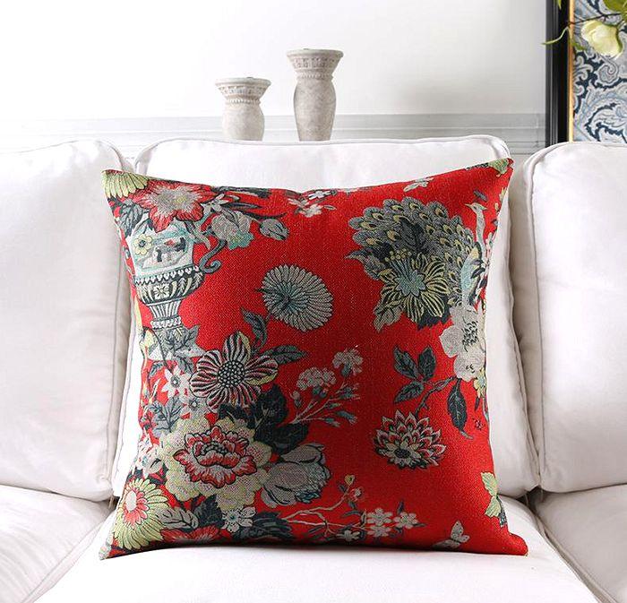 poduszka dekoracyjna czerwona w kwiaty, modna i elegancka, wiosna 2020