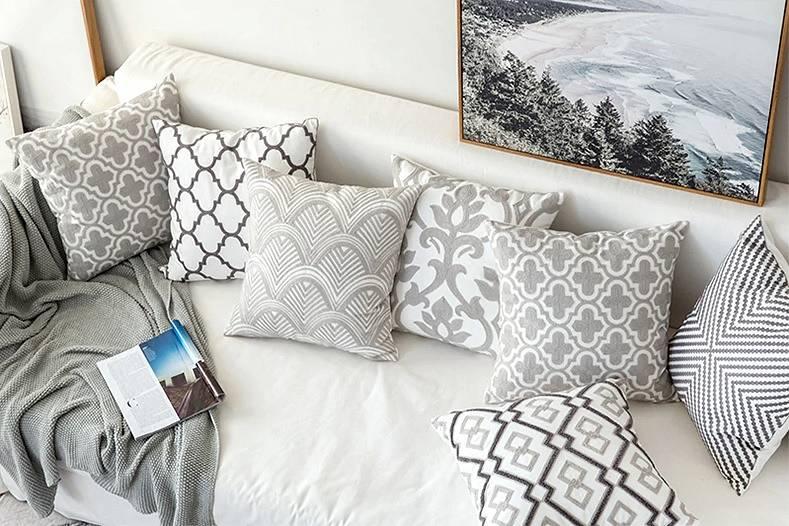 Haftowane poduszki dekoracyjne szare modne i eleganckie