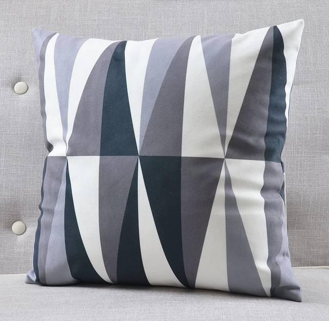 Ozdobna poduszka welurowa, szara, wzory geometryczne